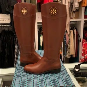BRAND NEW !! NEVER worn brown Tory Burch boots